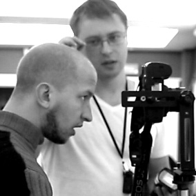 Андрей Кузьмич смотрит в видоискатель а видит фигу