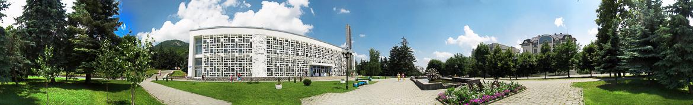 Панорама площади Бальнеогрязелечебницы в Железноводске