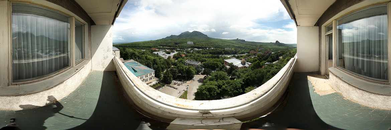 Панорама горы Бештау с балкона санатория