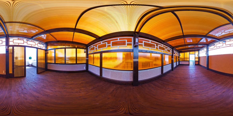 Панорама бильярдной комнаты загородного дома
