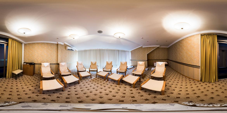 Панорамная фотография релаксационного зала санатория