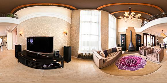 Панорама зала загородного дома, дизайн интерьера