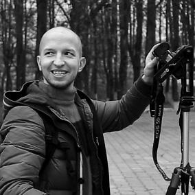 Анрей Кузьмич внимательно фотографирует